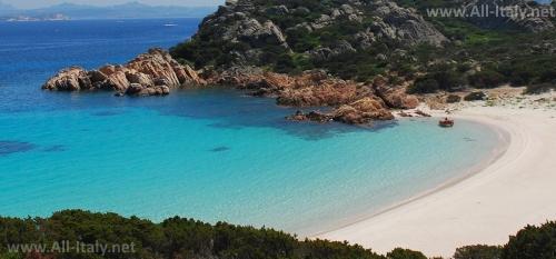 Один из многочисленных пляжей Сардинии