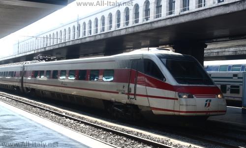 Поезд на вокзале Термини